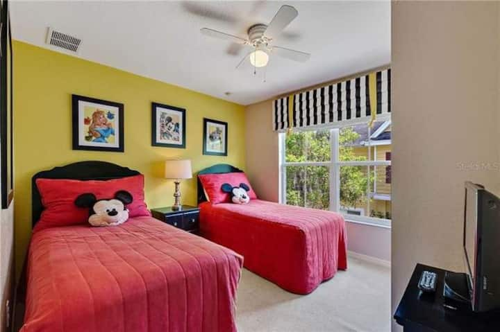 Sweet Bedroom close to Disney