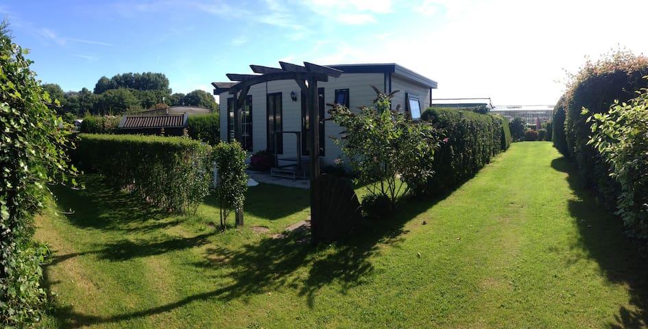Mooi chalet in groene omgeving - Oostvoorne - Hytte
