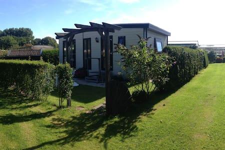 Mooi chalet in groene omgeving - Oostvoorne