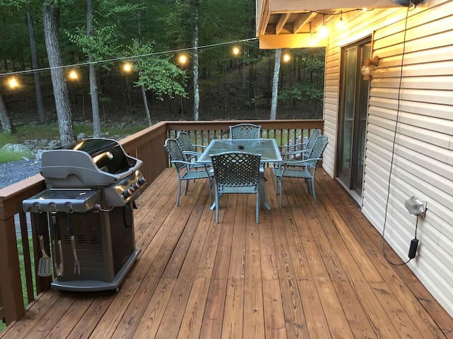 Secluded PA Cabin: Fire Pit, Pool Table, Jacuzzi