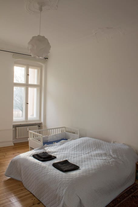 spacious bedroom with double bed (160 x 200 cm) and optional baby cot