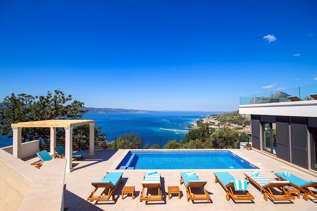 32 sqm pool with massage, sundeck with 8 loungers, opened sea and coast views