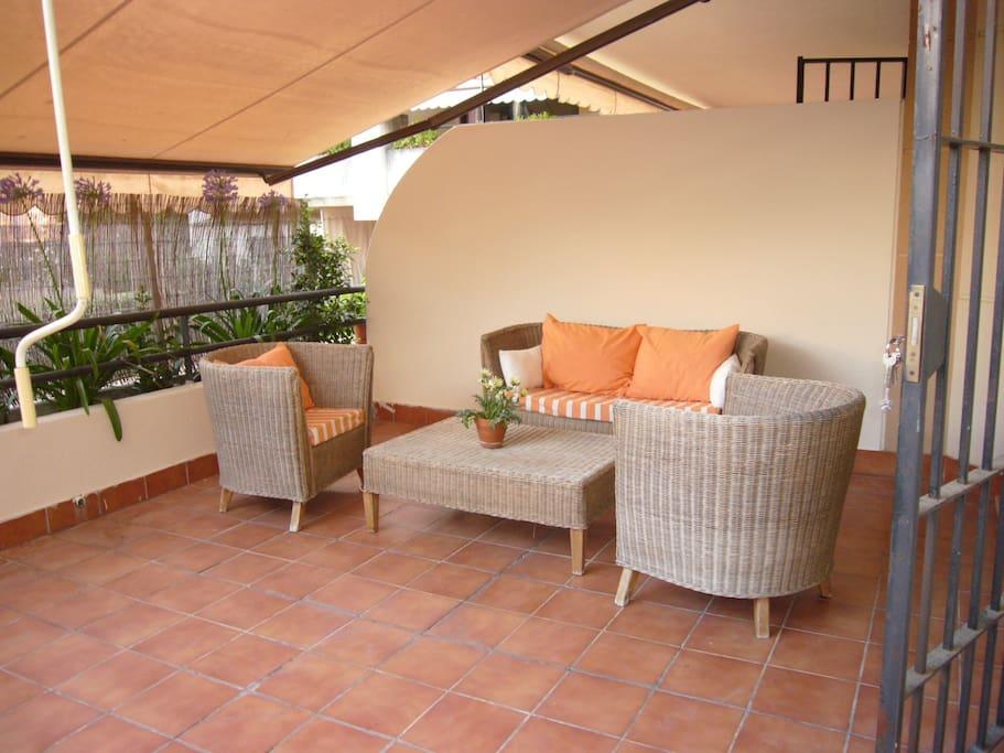 Zona tranquila piscina wifi parking apartments for for Sofa ideal cordoba