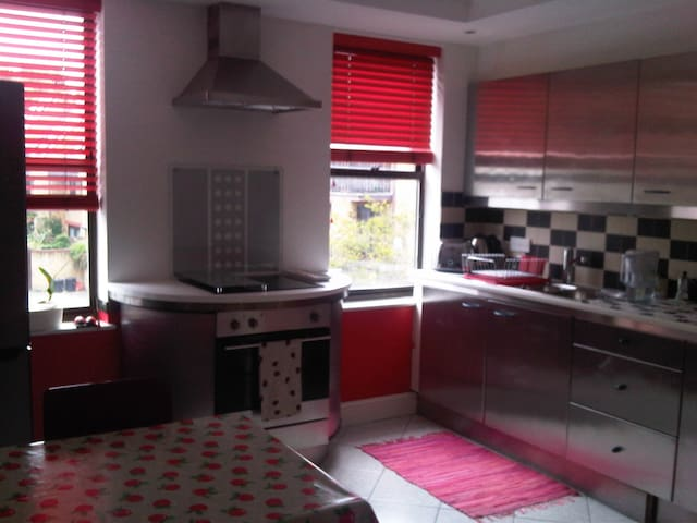 BEAUTIFUL DOUBLE ROOM FEW MIN WALK FROM MAIN TUBES - Londýn