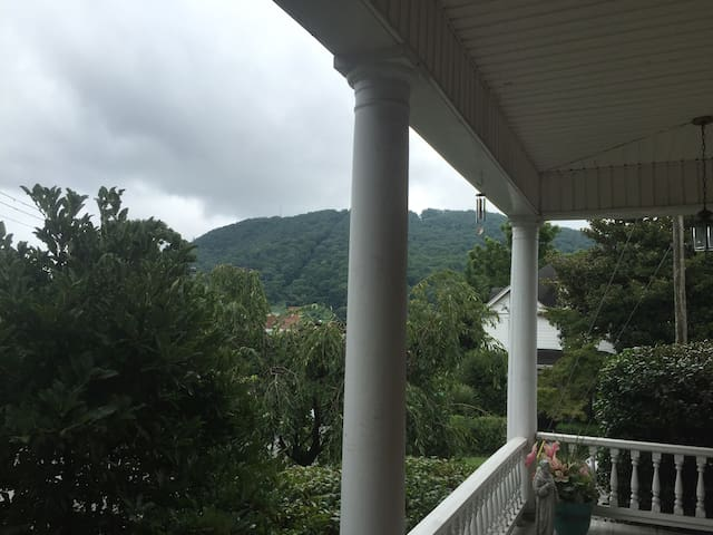 Sweet Space with Mountain View - Roanoke - Flat