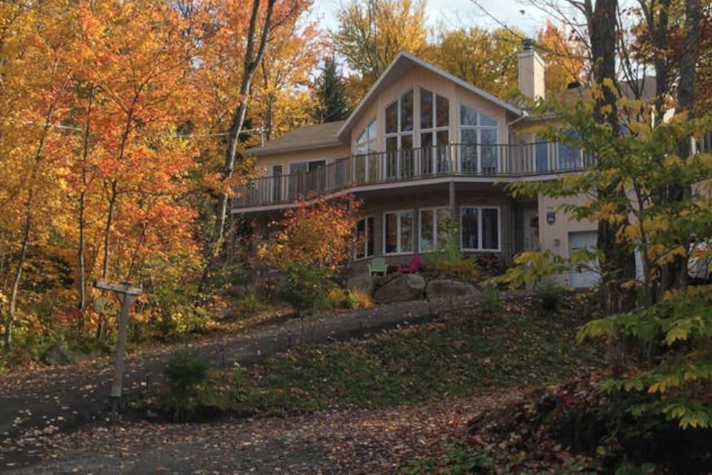 Superbe Chambre Queen Bed Lac Et Montagnes Maison D 39 H Tes Louer Lac Delage Qu Bec Canada