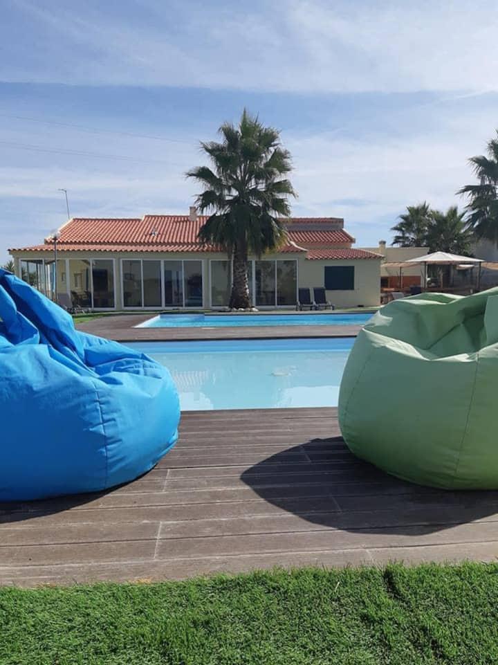 Casa de férias com piscina e jacuzzi em Palmela