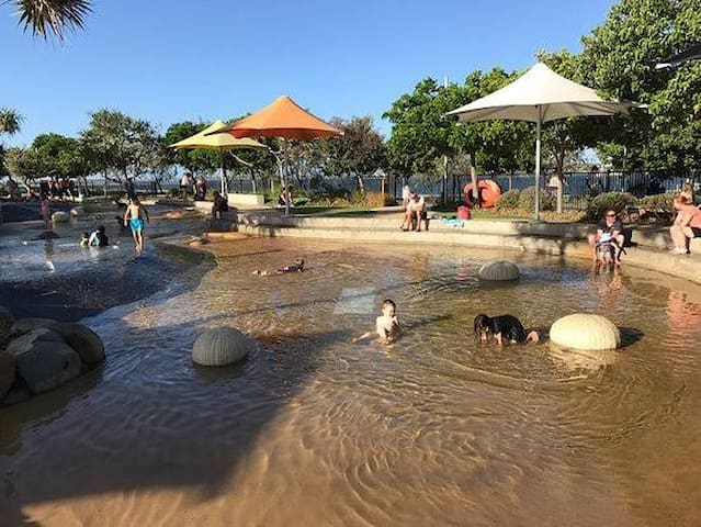 Broadwater Parklands rock pools and activities 15 minute walk from apartment.