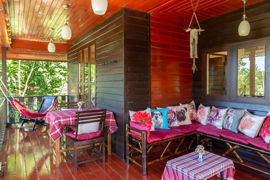 This deck space and balcony actually has the option of 2 hammocks for you and that special friend of yours. You can also very easily clear the space to do your yoga practice. So practice and relaxation !