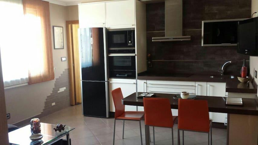 Precioso y moderno piso de lujo - camariñas - Apartment
