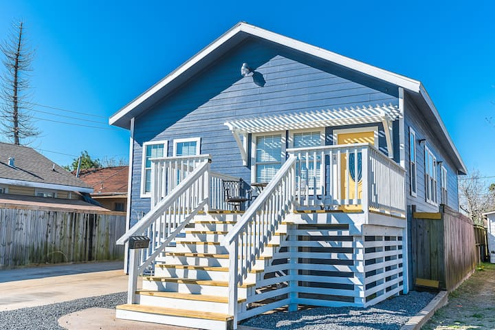 Fabulous Beach House steps to Beach/Pleasure Pier!