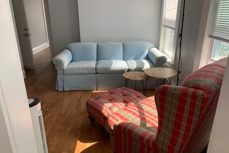 apartment  with 15 mins walking to train