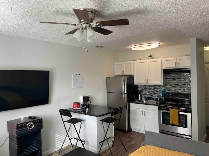 Cozy Studio Close to the Strip & Airport