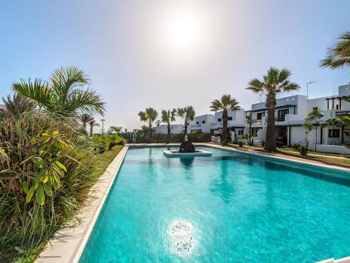 Duplex B13 in a quiet complex with a pool, 150m from the sea