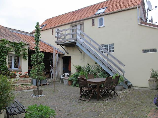 gîte meublé dans ferme rénovée - Calais - Lägenhet