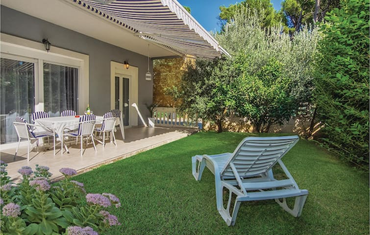 Holiday apartment with 3 bedrooms on 108m² in Mravince