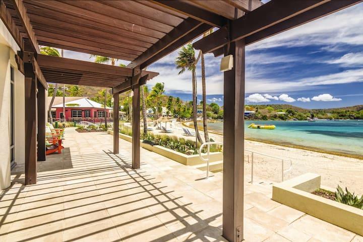 MARGARITAVILLE | Beachfront Resort | Pool \ Bar