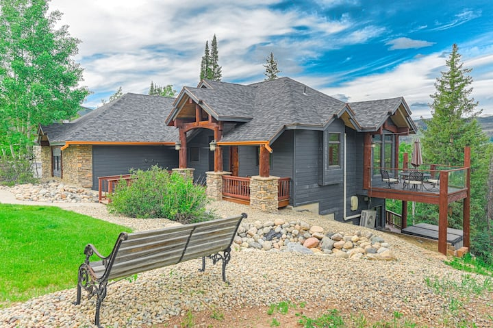 Fraser Valley-View Retreat with Hot Tub & Theater