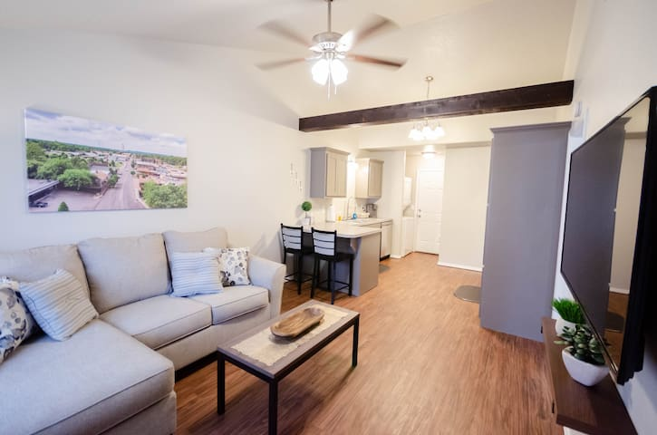 ✨Super Clean / Modern✨ 1Bd Duplex, WiFi, Smart TVs