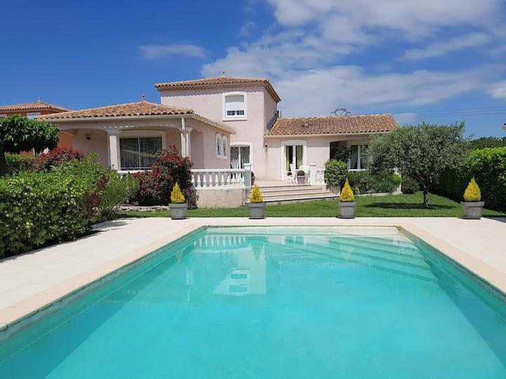 Villa avec piscine à proximité d'Avignon