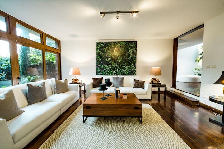 La Casa - Luxury Boutique Hotel - 1 King Bed