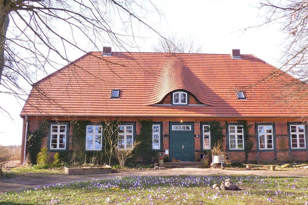 Das stattliche Forsthaus wurde um 1840 erbaut