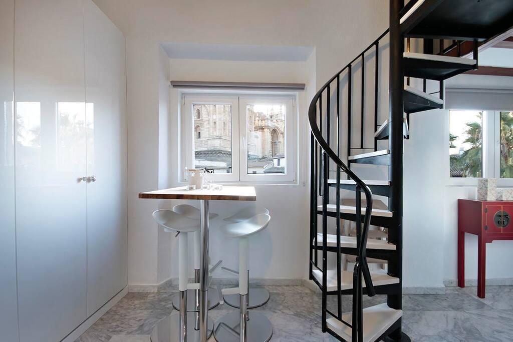 Escaleras para subir al dormitorio