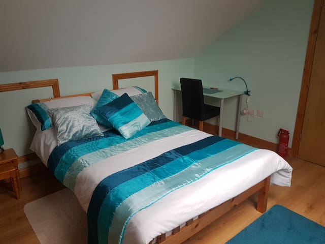 A cosy room close to Dublin Airport
