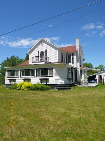 1 Minute Walk to Torch Lake 4 Bedroom Home w/ View - Bellaire - House