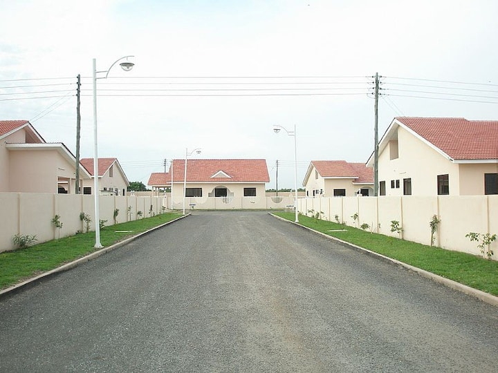 Gated Community~5 Bedroom Holiday Home in Tema ~