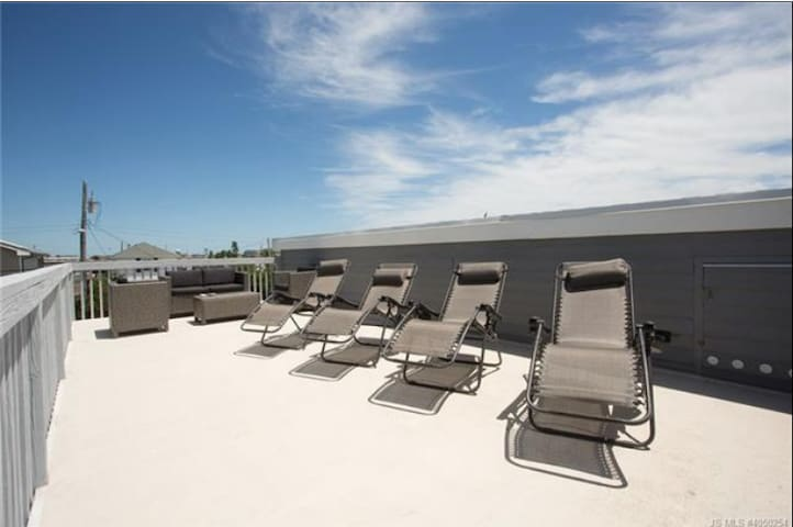 LBI Summer Beach House with Spacious Roof Deck