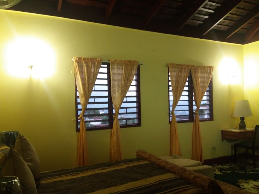 JAMAICAN GEM - Lovely Fully - furnished upstairs Guest Suite - Bedroom(270 sq.ft.) - in salubrious Red Hills, St. Andrew, Jamaica - Photograph 3