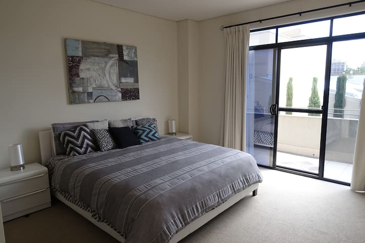 Cozy two bedroom townhouse in CBD