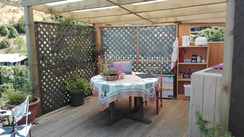 11 Outdoor kitchen