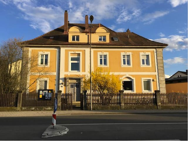 Hellreiches Zimmer in renovierter Altbau Wohnung - Bayreuth - Appartement