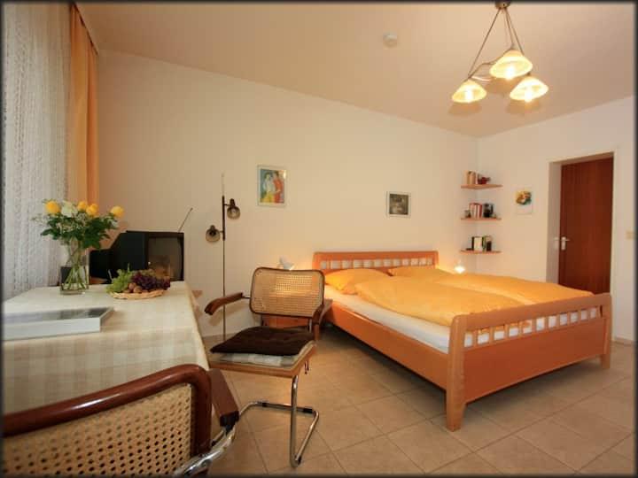 Haus Hügin, (Bad Bellingen), Ferienwohnung 1, 33qm, 1 Wohn-/Schlafzimmer max. 2 Personen