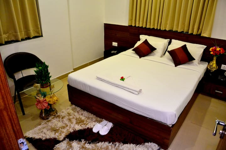 Deluxe room with breakfast@Nagpur Flora Inn