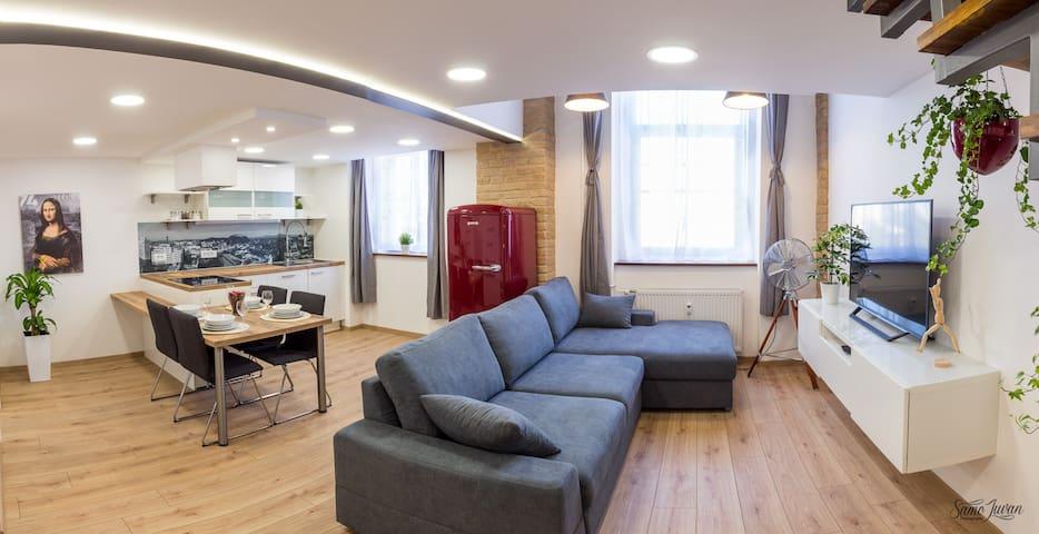 Tobacna White - comfortable white loft + parking