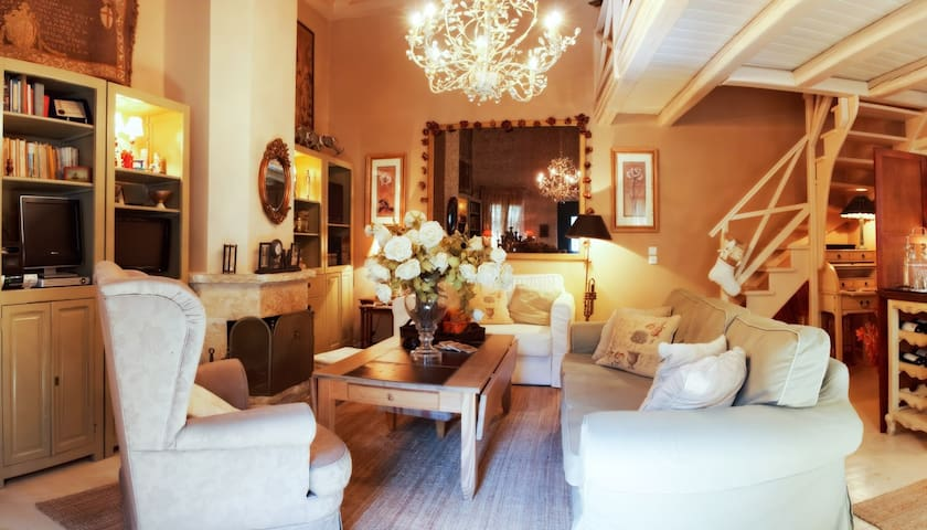 Anerada's Garden House - Megalo Chorio - Apartemen