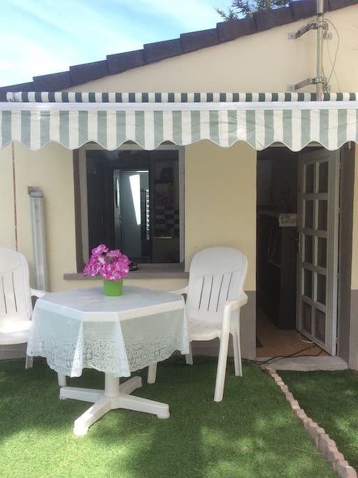 Maisonnette ind pendante avec petit jardin houses for - Mobilier jardin but aulnay sous bois ...