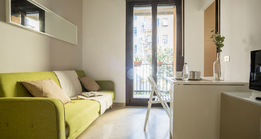 ALTIDO Bright Central Apartment w/Balcony