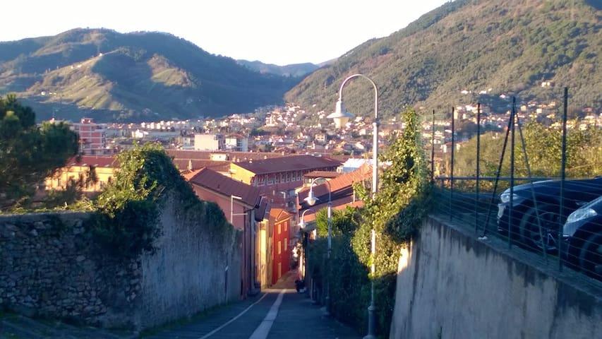 Casa panoramica al Castello. Centro, mare e monti. - Massa - Daire