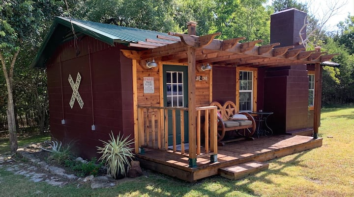 Red Canoe Lodge - a quiet retreat on Lake Whitney
