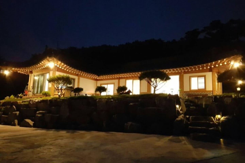 HANOK STAY & CAFE GUNG(PALACE)