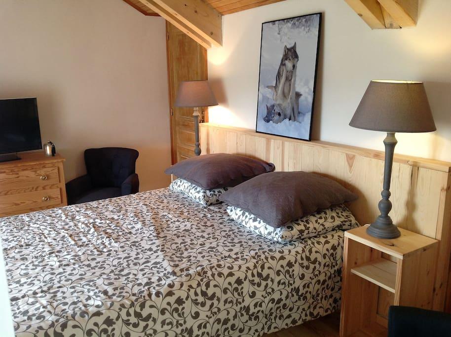 une chambre avec un lit 160  independante