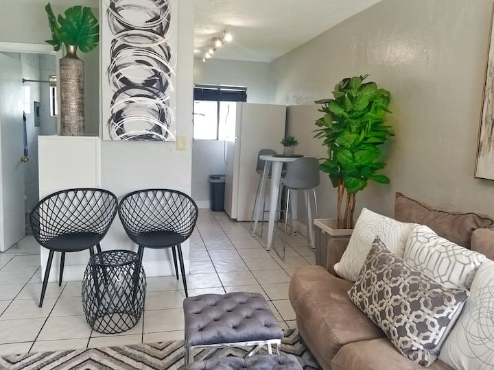 Ultra Glam Apartment 5 Miles From Hard Rock Casino