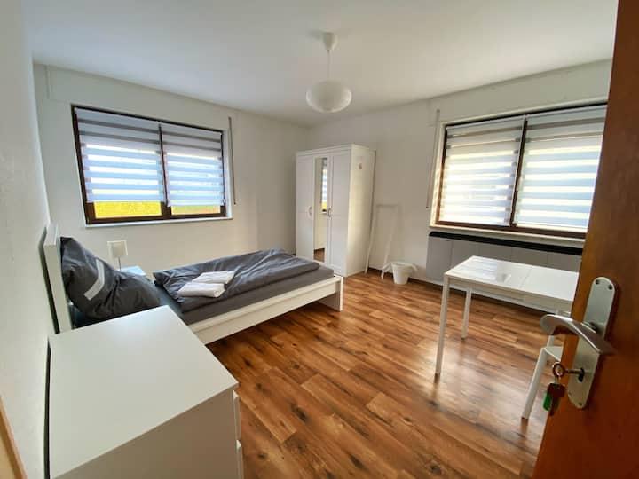 Einzelzimmer + Küche + Eigenständiger Check In