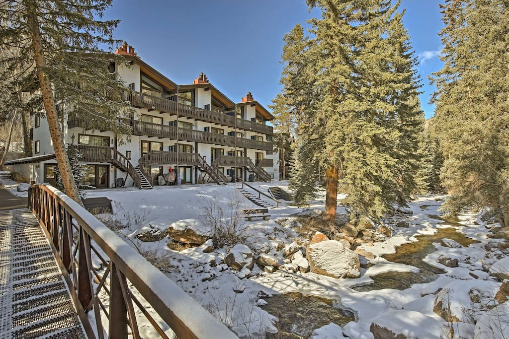 Located 10 minutes from Vail Mountain Resort, this unit boasts accommodations for up to 4 guests.