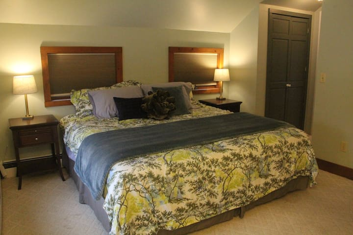 Prvate King Bed W/  Private Bathroom - Charming Hs - New Paltz
