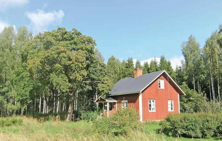 Holiday cottage with 2 bedrooms on 80m² in Molkom